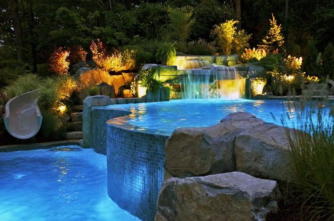 Бассейн и фонтан