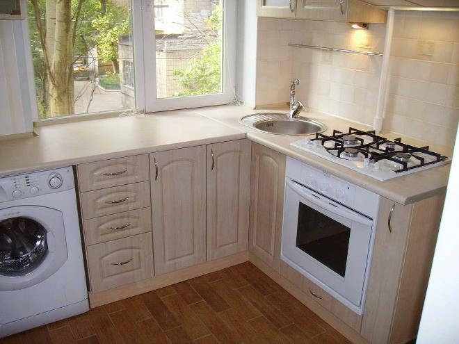 Дизайн кухни с подоконником-столешницей
