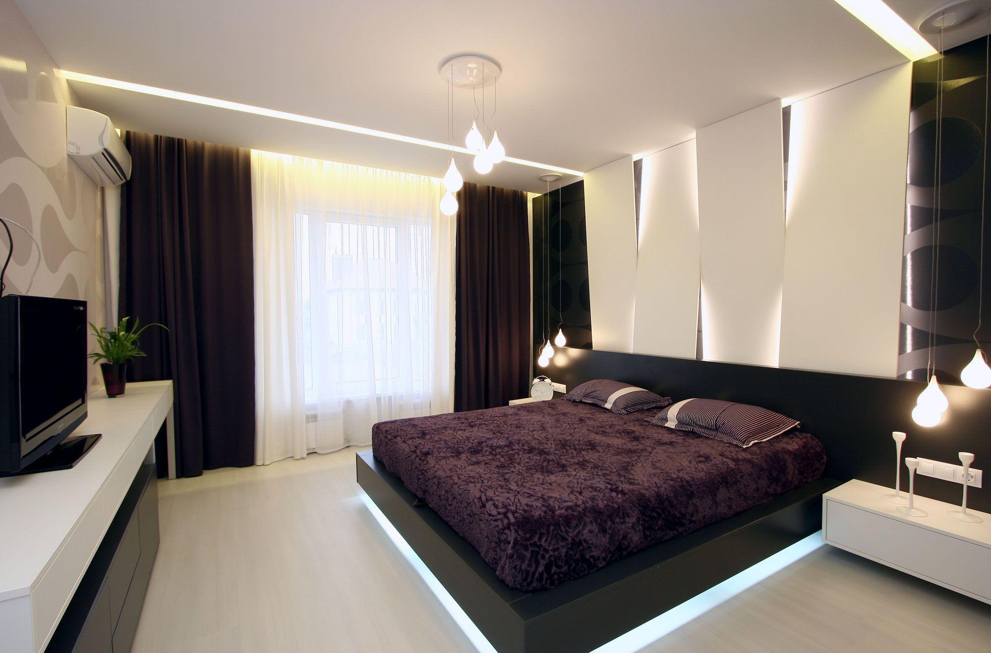 Черный, белый и фиолетовый цвета в интерьере спальни
