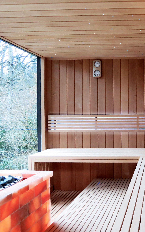 Интерьер бани с панорамным окном