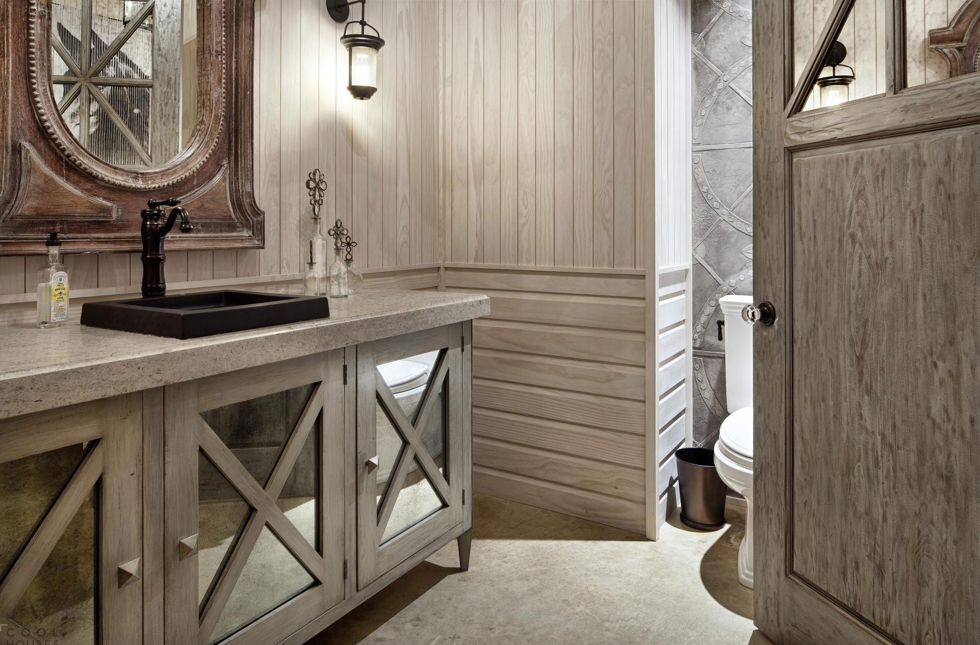 Ванная в готическом стиле в доме