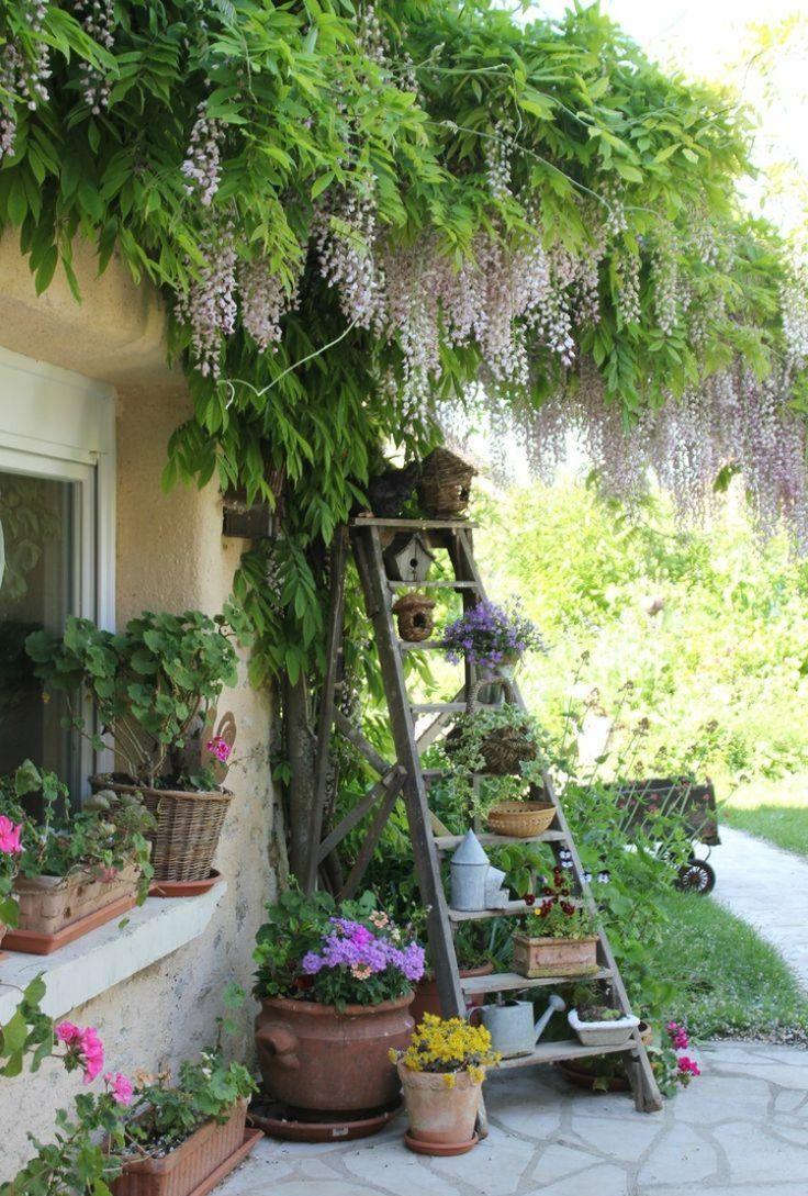 Идея оформления садовой стремянки