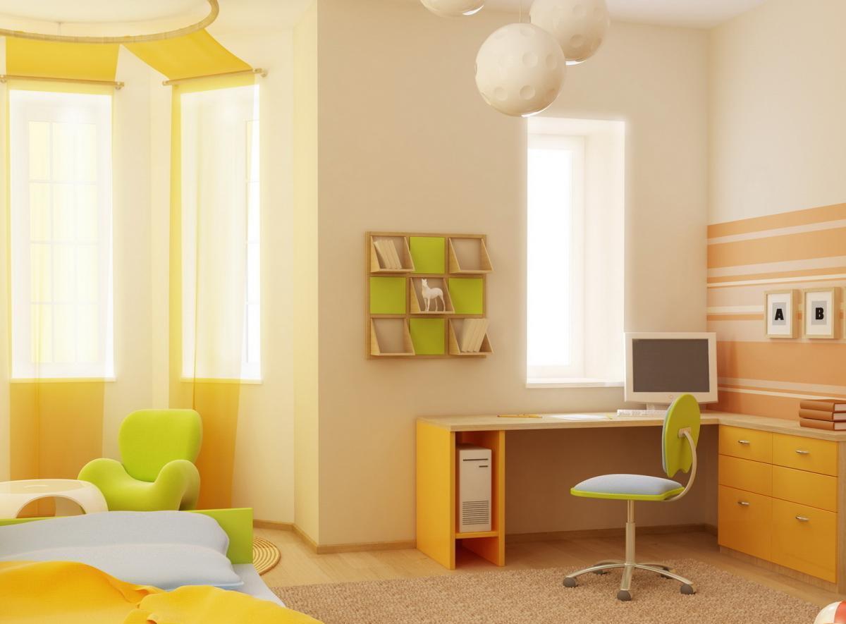 Комната для ребенка с желтыми шторами и покрывалом