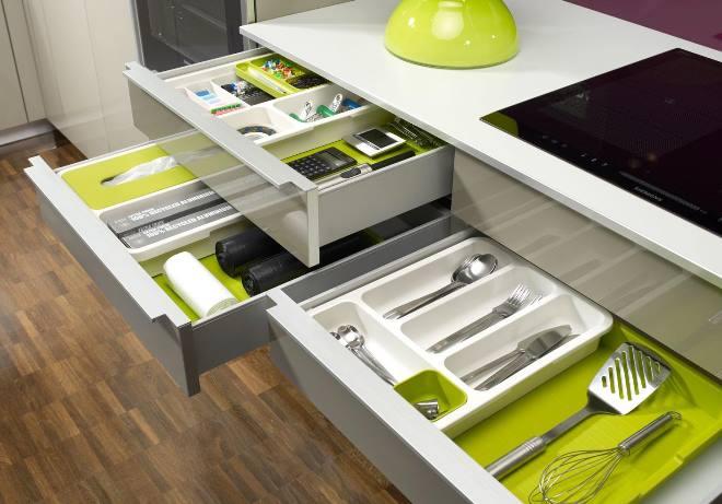 Дизайн кухни и соответствующие аксессуары для хранения