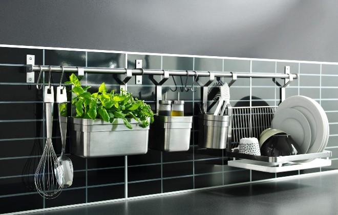 Подвесные и настенные системы хранения на кухне