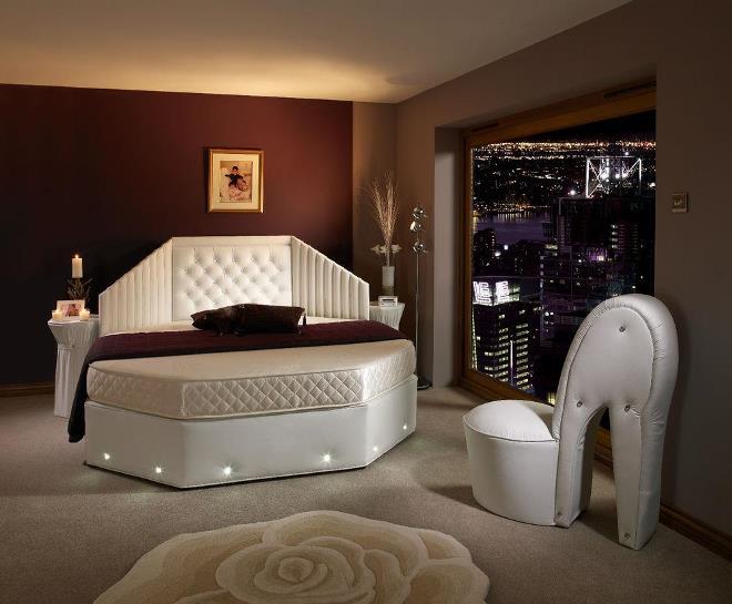 Кровати с полочками и тумбочками