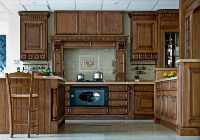 Кухни из дуба: солидность на первом плане