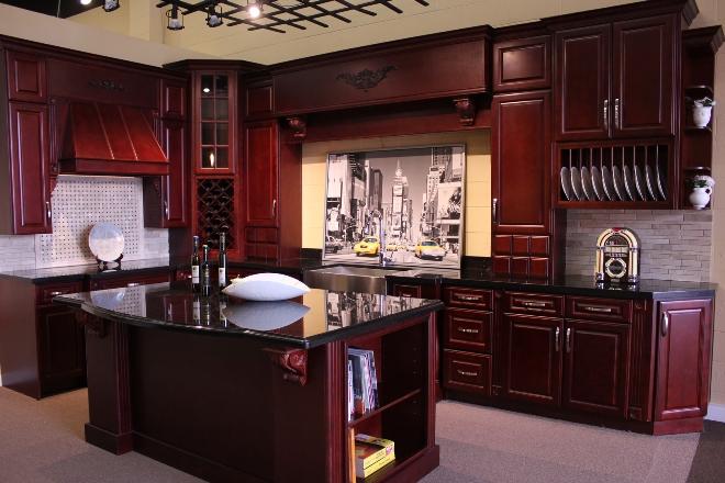 Кухни из вишни: декоративность и элегантность