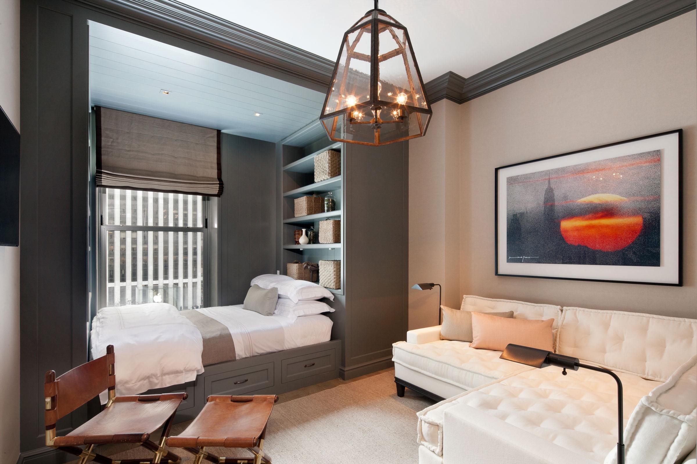 Как расставить мебель в спальне, совмещенной с гостиной