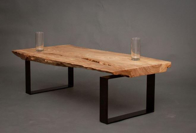 Необработанное дерево в оформлении стола