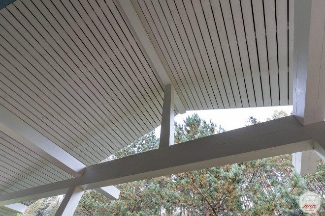 Отделываем потолок веранды своими руками