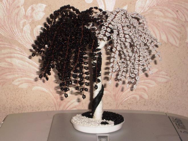 Дерево Инь-Янь из бисера: оригинально и романтично