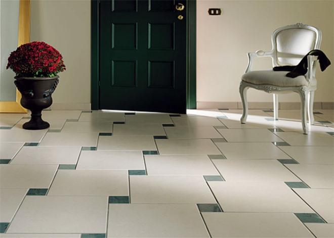 Плитка в коридоре на полу