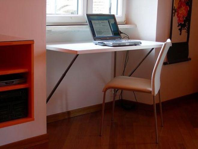 Подоконник-столешница с откидным столиком