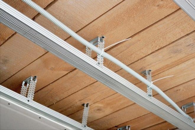 Особенности профилей для монтажа потолков из точечных источников света