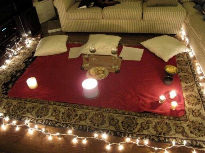 Романтический вечер для любимого на полу