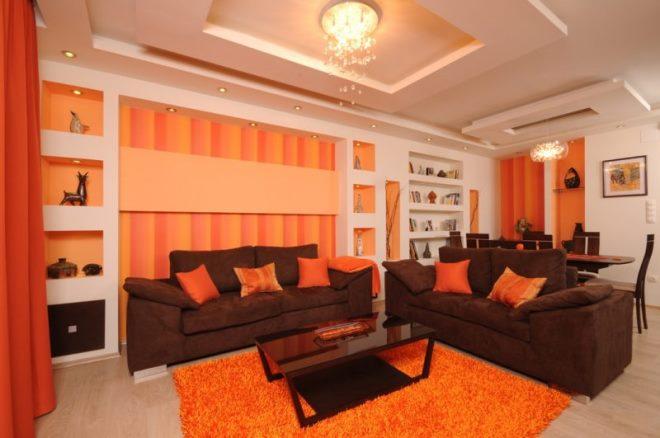 С оранжевым