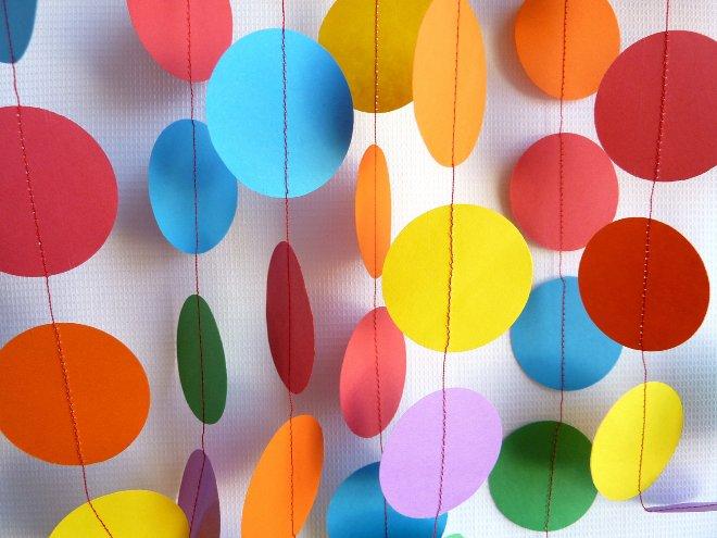Гирлянда из бумажных шариков