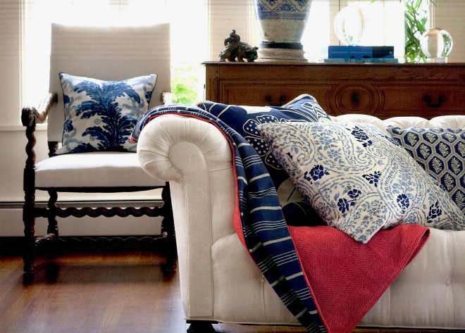 Как подобрать подушки к пледу и покрывалу