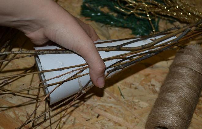 Как сделать елочку из веток