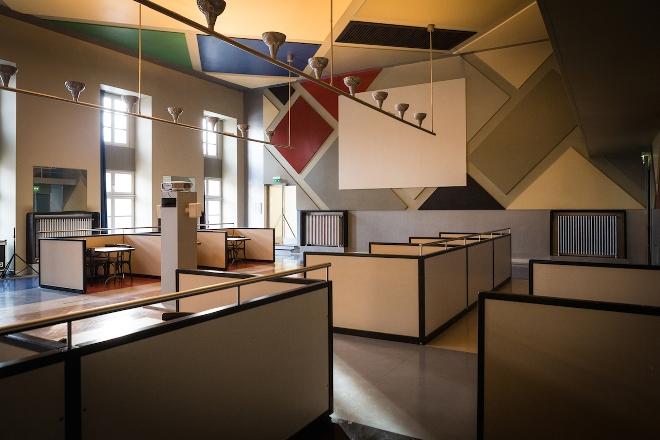 Каким должно быть освещение в интерьере в стиле конструктивизма