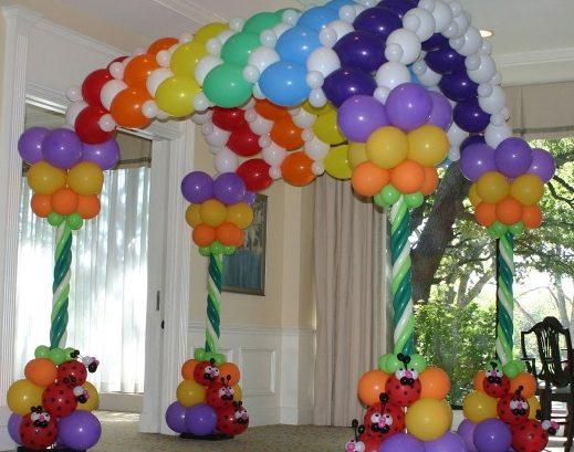 Необычный декор из воздушных шариков