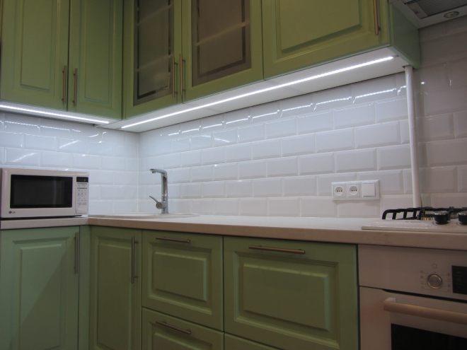 Подсветка столешницы на кухне: типы ламп и варианты размещения