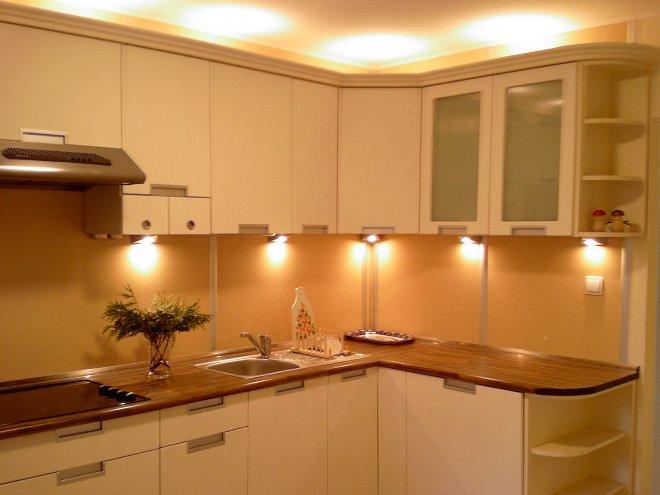 Подсветка в кухне точечными светильниками