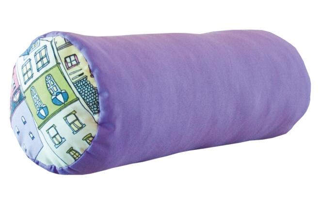 Подушка-валик – стильный декор для гостиной и комфортное изделие для сна
