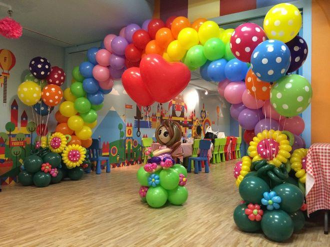 Разные виды декоративных шаров для праздничного оформления