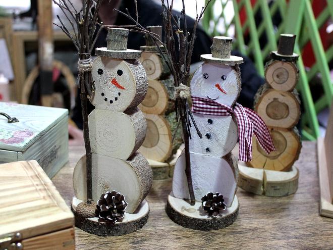 Снеговик из дерева