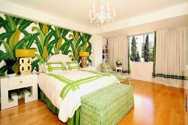 Тропические цветы и пальмы