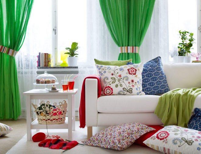 Яркие и насыщенные цвета модных занавесок