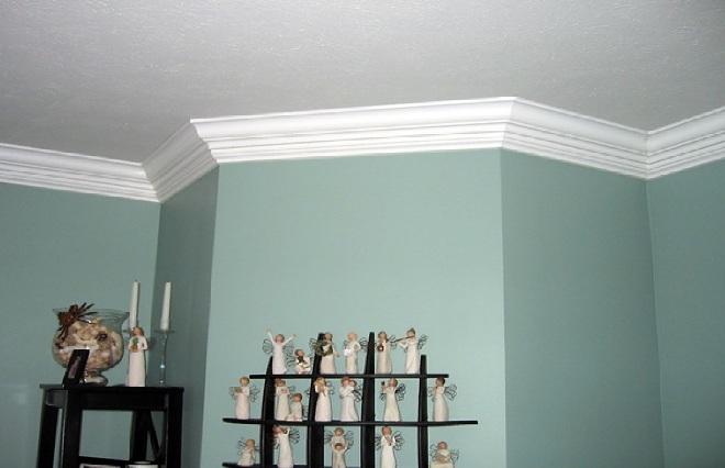 Дизайн потолочных плинтусов в интерьере