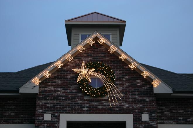 Фасад дома к Новому году