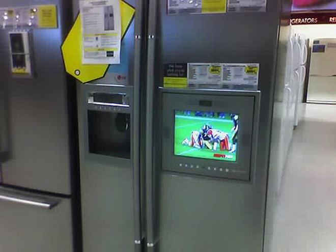 Холодильник со встроенным телевизором