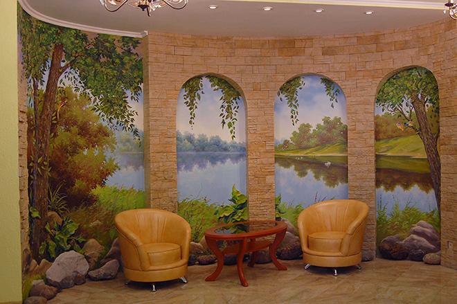 Картины и фрески на стене