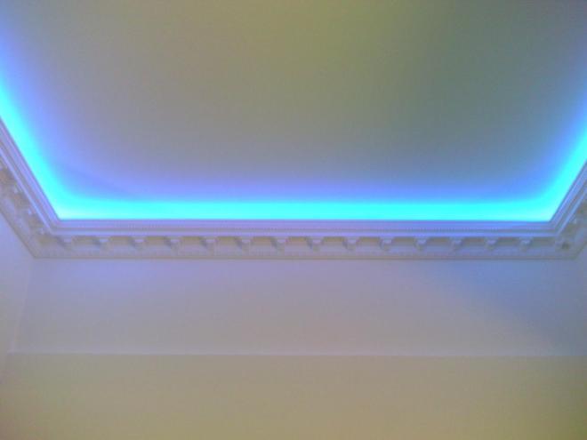 Потолочные плинтусы с подсветкой из светодиодов