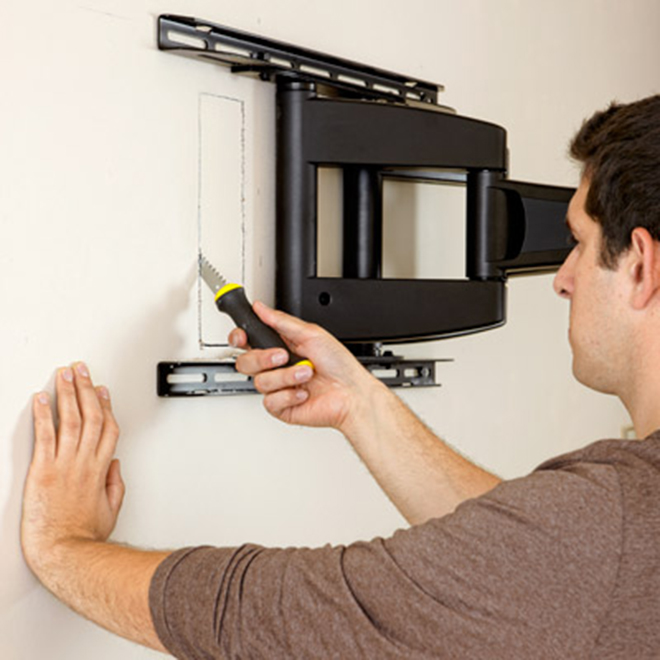 Установка телевизора на кронштейн: правила безопасности