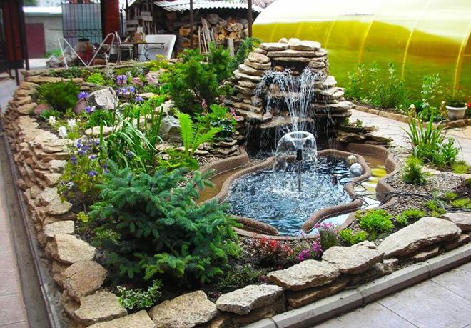 Декорирование дачного или садового фонтана