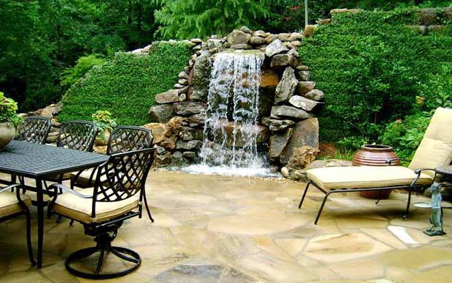 Фонтан-водопад выручит на проблемных участках