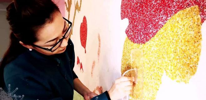 Особенности рисунков жидкими обоями на стене