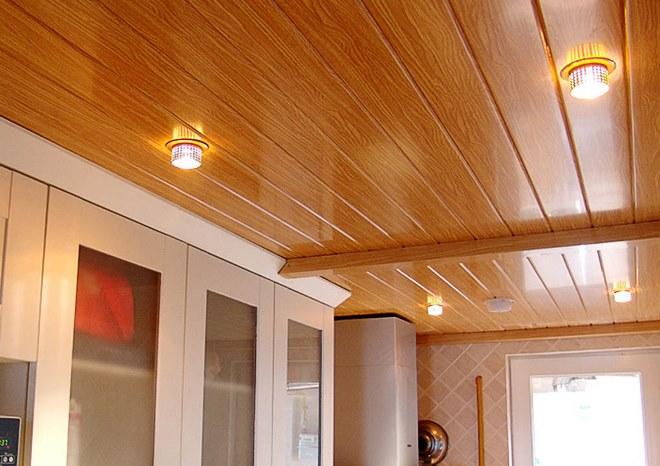 Панельный потолок в коридоре