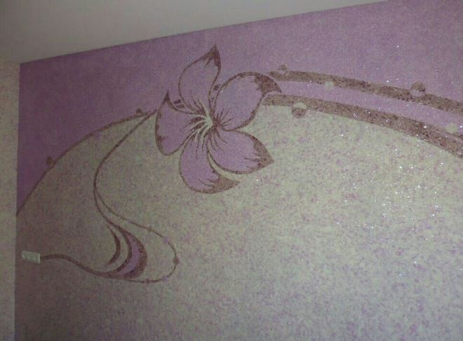 Подходящие рисунки жидкими обоями на стене