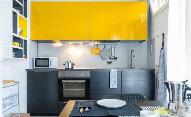 Серо-желтая кухня
