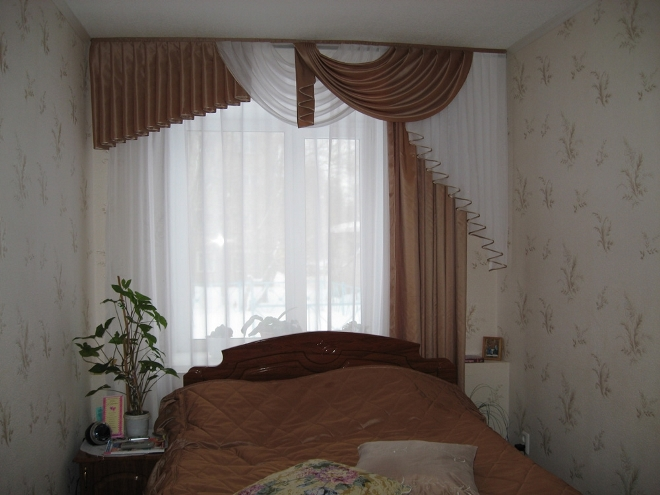 Шторы на одну сторону в спальне