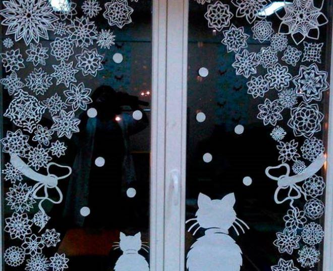 Снежинки и ватные шарики