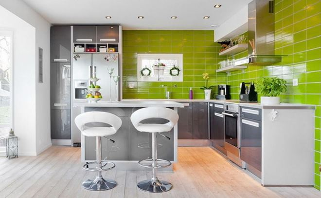 Серо-белый интерьер кухни