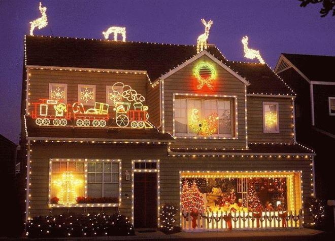 Украшение фасада: самые топовые идеи к Новому году
