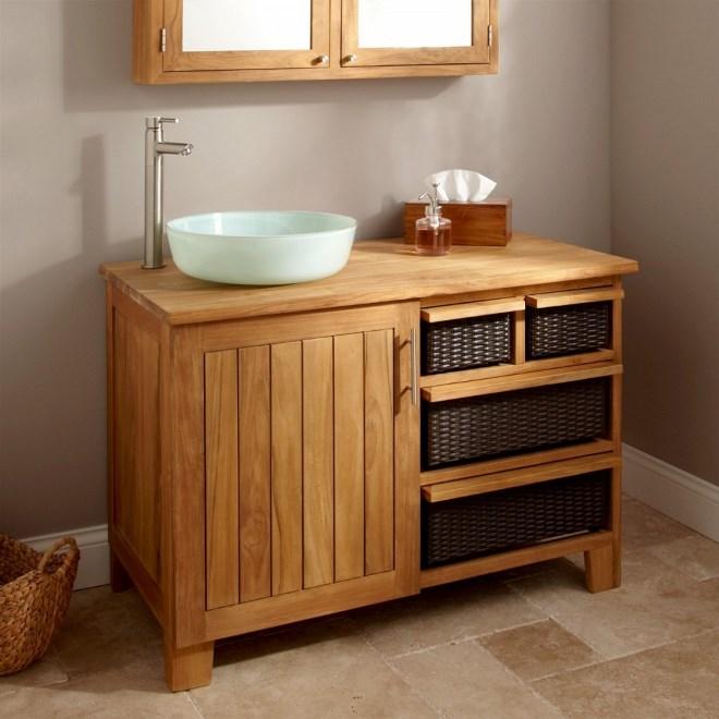 Деревянный шкаф в ванную